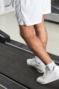 4355105-man-walking-on-treadmill-in-health-club